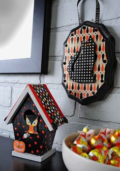 How to make mini Halloween decorations with Mod Podge! These use $1 birdhouses and plaques from the craft store.