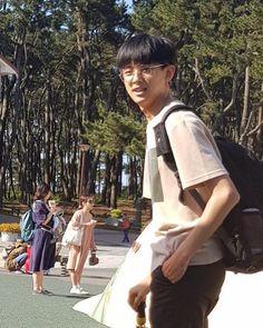 Netizen Penasaran dengan Tas Kim MinKyu Produce X 101 Kim Min Gyu, Hoshi Seventeen, Kpop Couples, Childhood Photos, Produce 101, Wonwoo, Season 4, Handsome Boys, Beautiful Boys