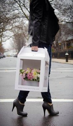 1 million+ Stunning Free Images to Use Anywhere Flower Shop Design, Box Design, Flower Designs, Flower Shop Decor, Cake Boxes Packaging, Flower Packaging, Flower Box Gift, Flower Boxes, Bouquet Box