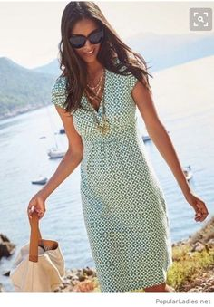 Summer printed dress with necklaces and a bag