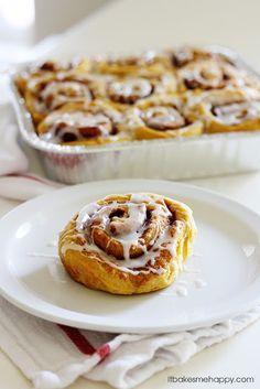 Sweet Potato Cinnamon Rolls | itbakesmehappy.com