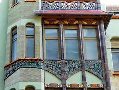 Budapest Art Nouveau, Bedő House, built in 1903. Architect Emil Vidor. Ceramics: Zsolnay pyrogranite