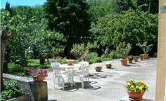 Cascina piemontese indipendente. Ottima struttura in mattoni pieni, cantina interrata, piacevole giardino circostante e terreno.