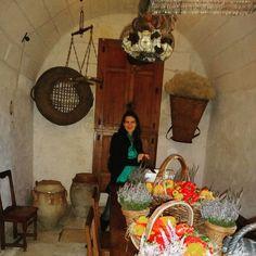 Mesmo de brincadeira estar #nacozinha não é algo de que gosto he he he... Mesmo que seja na cozinha do #castelo Chenonceaux no Vale do Loire. Ele também é conhecido como Castelo das Sete Damas pois sua história está associada a sete mulheres de personalidade forte duas das quais rainhas de França. #viajarcorrendo #thefabulousproject #chenonceau #valedoloire #frança #viagem #trip #travel #instatravel #travelgram #travelblogger #instabloggers #blogsdeturismo #blogsdeviagem #blogsdeviagens…
