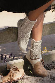Im Auftrag von Coats GmbH Kenzingen Knitting Socks, Knit Socks, Warm Socks, Hygge, Cowboy Boots, Knits, Outfits, Shoes, Sewing