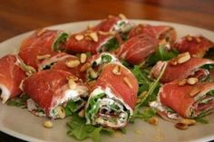 See the photo of titled More Tapas! Meat rolls with arugula, Philadelphia and pine nuts and other inspiring pictures on Spaaz. - - IdeasInformations About Sehe dir das Foto von mit dem Titel Noch mehr Tapas! I Love Food, Good Food, Yummy Food, Tasty, Healthy Snacks, Healthy Recipes, Appetisers, Food Inspiration, Appetizer Recipes