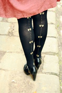 bow tights - would be cute for Alana