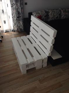 White pallet bench