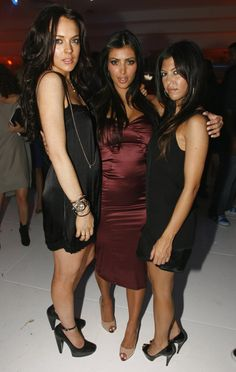 Pin for Later: Kim Kardashian, de Party Girl à Hot Mama  Kim, sa soeur Kourtney et Lindsay à LA party en Novembre 2006.