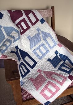 I like the old-fashioned look of this schoolhouse quilt House Quilt Patterns, House Quilt Block, Quilt Blocks, Antique Quilts, Vintage Quilts, Easy Quilts, Mini Quilts, Quilting Projects, Quilting Designs
