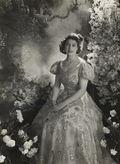 Beautiful Cecil Beaton 1945 photograph of then-Princess Elizabeth, future queen.