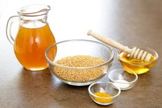 Ingredience můžete obměňovat podle chuti: ocet dát jablečný, vinný nebo lihový, část semínek nahradit černými, osladit cukrem nebo přidat bylinky; Mona Martinů