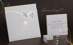 Partecipazioni di Nozze, inviti di matrimonio. Cartoncino avorio con tasca decorata in oro e perla.