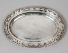 Antique-E-20c-Tiffany-Trefoil-Border-Gothic-Revival-Sterling-Silver-Tray-30-ozt