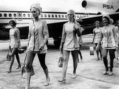 PSA stewardess uniforms Sky-high hemlines were complemented by fantastic head scarves in the early Slim Aarons, Cabin Crew, Attendance, Flight Attendant, Sky High, Black And White Photography, Vintage Photos, Evolution, Bingo