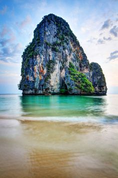Railay Beach, Thailand Places To Travel, Places To See, Travel Destinations, Visit Thailand, Thailand Travel, Thailand Honeymoon, Playa Railay, Railay Beach Thailand, Phuket Thailand