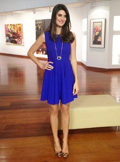 vestido azul com sapato de onça
