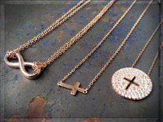 Like a #STAR... #necklaces #infinity #endless #eternity #crosspendant #endlessjewelry #finejewelry #rosegold #styleaddict #luxuries #jewelry #trendschmuck #jewelrymakestheoutfit #schmucktrends #eternityjewelry ►►► #ONLINESHOP ≫≫≫ www.schmuck-reichenberger.de ►►► #schmuck #uhren #burghausen #altstadt
