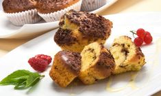 Receta de Magdalenas de chocolate y leche condensada It also works as a cake doubling the ingredients. Molten Cake, Around The World Food, Bread Cake, Deli, Muffins, Sweet Treats, Food And Drink, Favorite Recipes, Sweets