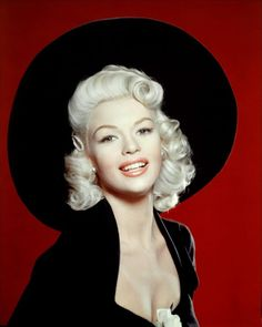 """From Jayne Mansfield to Anita Ekberg and Kim Novak, blonde """"bombshells"""" were falling in Hollywood in the mostly thanks to the one and only Marilyn Monroe. Bios of the classic blonde beauties. Jayne Mansfield, Old Hollywood Glamour, Hollywood Stars, Classic Hollywood, Divas, 50s Hairstyles, Vintage Hairstyles, Rita Hayworth, Miley Cyrus"""