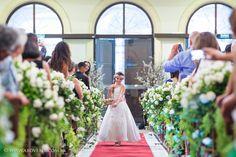 Crianças são sempre uma atração à parte na cerimônia, principalmente quando elas tem essa pureza e alegria ao jogar pétalas de rosas antes da noiva entrar.  #floristas      #Fotografiadecasamento #AboveFotografia #Noivei #Casamento #Noiva #Bride #Wedding #SaoPaulo #Love
