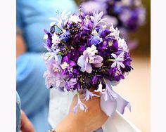 Bouquet de noiva em lilás e azul. #casamento #ramo #flores