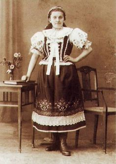 Folklor Brněnska - Fotoalbum - kroj ze Silůvek - kroj ze Silůvek, historické foto Czech Republic, Traditional Outfits, All Things, Victorian, Culture, Places, Clothing, Dresses, Fashion