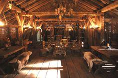 Michael Hirst: VIKINGS – Set Decorators Society of America - movie actors pictures Casa Viking, Viking Hall, Viking House, Viking Aesthetic, Vikings Live, Viking Decor, Viking Village, Long House, Armadura Medieval