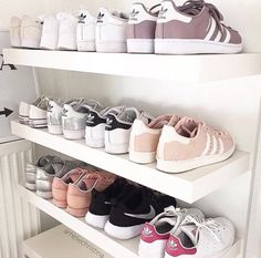 ADIDAS Women's Shoes - Adidas Women Shoes - adidas Más Clothing, Shoes Jewelry : Women : adidas shoes - We reveal the news in sneakers for spring summer 2017 - Find deals and best selling products for adidas Shoes for Women Adidas Shoes Women, Nike Women, Adidas Boots, Adidas Outfit, Sneaker Women, Diy Rangement, T Shirt Pink, Mode Shoes, Nike Shoes Outlet