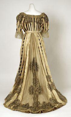 Dress ca. 1902-4 (back)    From the Metropolitan Museum of Art