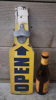 Décapsuleur mural / Wall bottle opener /  par LaMachineaBrocantes