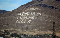 "The text reads ""CD Juarez, La Biblia es la verdad. Leela."" which translates to ""Ciudad Juarez, The Bible is the truth. Read it."""