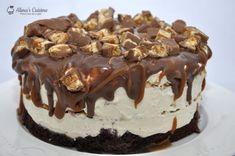 Tort inghetata Snickers — Alina's Cuisine Sweet Desserts, Parfait, Bacon, Food And Drink, Ice Cream, Recipes, Candies, No Churn Ice Cream, Icecream Craft