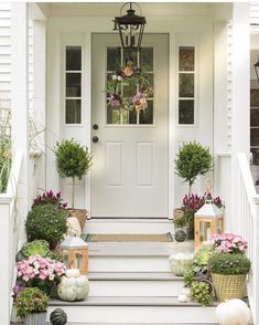 47 Fancy Farmhouse Fall Porch Decor And Design Ideas. awesome 47 Fancy Farmhouse Fall Porch Decor And Design Ideas. Decorating my front porch farmhouse is just one of my favourite things to do! House With Porch, House Front, Front Porch Decorating, Fall Decorations Porch, House Exterior, Fall Porch, Front Door, Fall Front Porch Decor, Front Porch Design