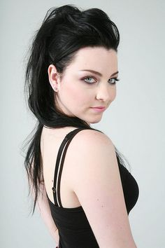 Amy Lee (Evanescence) - she looks so deliciously dangerous. Angela Gossow, Amy Lee Evanescence, Beautiful Female Celebrities, Most Beautiful Women, Beautiful People, Emy Lee, Women Of Rock, Metal Girl, Gothic Beauty