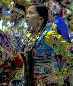 Native American Music, Native American Regalia, Native American Beauty, Native American Photos, Native American Beadwork, American Indian Art, American Girl, American History, Jingle Dress Dancer