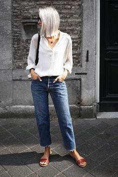 by Débora Rosa Are you more into clean and simple looks? And are you aiming for that simple but effortless chic outfits? You came to the right place, here are 10 ways to style a minimal chic outfit...