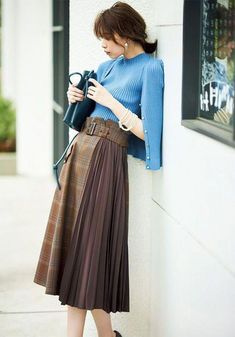 Skirts are a very popular mix all year round. Girls who learn to use skirts to change the overall proportion and create everyday wear must… Long Skirt Fashion, Fashion Pants, Fashion Outfits, Fashion Tips, Fashion Skirts, Pleated Skirt, Dress Skirt, High Waisted Skirt, Denim Skirt