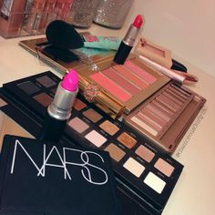 .@glamorousgurly18 | ️️ #makeupmess #makeup #cosmetics #pretty #gorgeous #eyeshadow #blush #tarte ... | Webstagram
