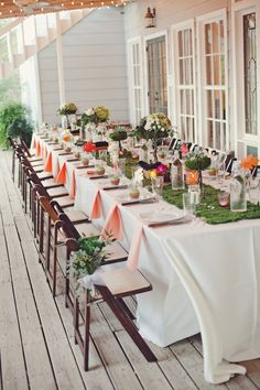 Love the long table where everyone could sit together.