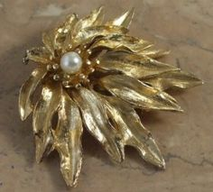 Golden cascade pearl brooch | vintage jewellery | Jewels & Finery UK