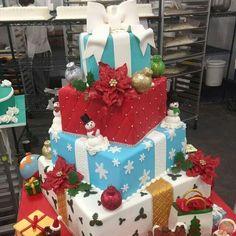 """Beautiful Christmas Cake By Buddy Valastro """"Cake Boss"""" Carlo's Bakery Christmas Present Cake, Fondant Christmas Cake, Christmas Cakes, Xmas Presents, Christmas Desserts, Christmas Goodies, Christmas Baking, Christmas Ideas, Santa Cake"""