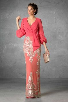 Vestidos de Madrina Esthefan y Fiesta 2019 - Entrenovias Godmother and party dresses with finishes a Elegant Dresses, Beautiful Dresses, Formal Dresses, Bride Dresses, Lace Evening Dresses, Party Dresses, Hijab Fashion, Fashion Dresses, Godmother Dress