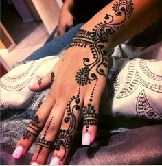 I like simple henna designs.