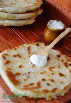 Delicious Romanian 'plăcintă' filled with cheese, potatoes and other yummy stuff Baby Food Recipes, Cooking Recipes, Tapas, Best Sweets, European Cuisine, Sports Food, Romanian Food, Food Obsession, Hungarian Recipes