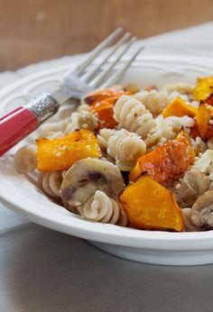 Pâtes au potimarron Vegan Plate, Plat Simple, Tortellini, Ravioli, Pasta Dishes, Veggie Recipes, Tofu, Spaghetti, Veggies