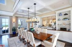 Howie Mandel's Cape Cod-Style Home in Malibu Malibu Mansion, Malibu Homes, Cape Cod Style House, Classic Dining Room, Home Still, Traditional Dining Rooms, Traditional Kitchen, Diy Home, Home Decor
