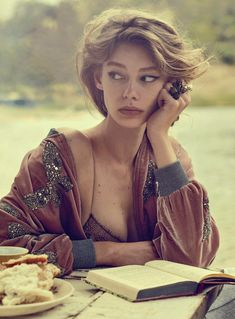 Ondria Hardin stars in a romantic spread for the March 2016 issue of Vogue Australia. Photographed by Will Davidson … reference Ondria Hardin Brings Glamour to the Train Tracks in Vogue Australia Vogue Japan, Vogue Brazil, Vogue India, Vogue Russia, Vogue Australia, Pretty People, Beautiful People, Cover Shoot, Portrait Photography