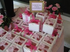 boxed cupcakes wedding favors | property of www.sweetbvanillabean.blogspot.com