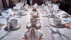 Mesa preparada para la cena de año nuevo. Facebook/smicasa Table Settings, Facebook, Table Decorations, Dinners, Place Settings